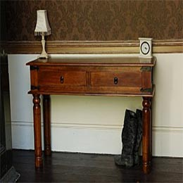 Wooden Furniture - Console Tables - Console in Colonial Style